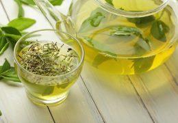 10 efeitos colaterais do chá verde que você precisa saber