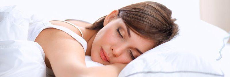 Insônia: 4 melhores alimentos que ajudam você a dormir bem
